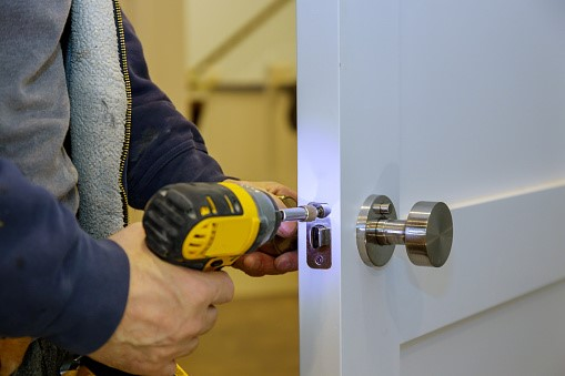 Hiring a locksmith service