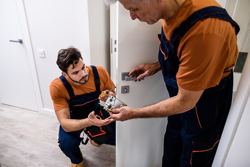 Key benefits of hiring a professional locksmith